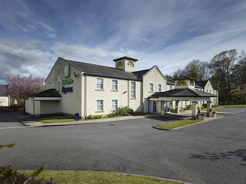 __{offers.Best_flights}__ Holiday Inn Express Glenrothes