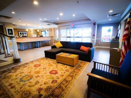 . Country Inn & Suites by Radisson, Burlington (Elon), NC