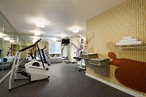Hawthorn Suites by Wyndham Charlotte/Executive Park, Mecklenburg
