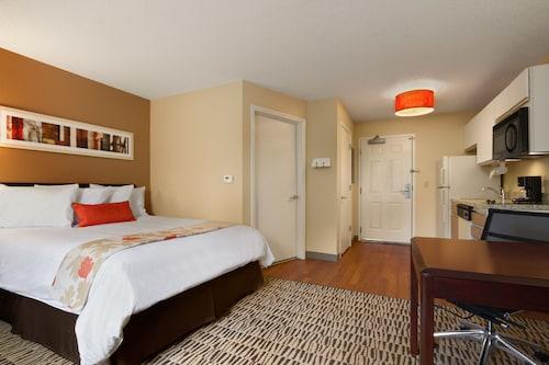 . MainStay Suites Charlotte - Executive Park