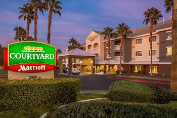 Exterior at Courtyard by Marriott Las Vegas Henderson/Green Valley in Henderson