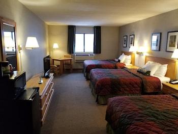 Family Room, 3 Queen Beds
