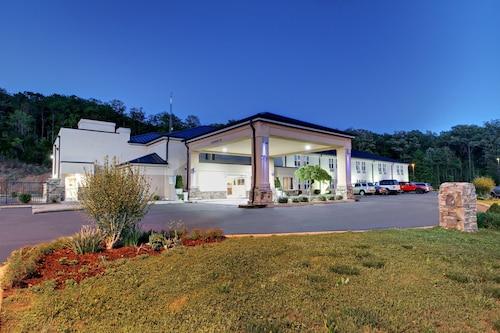 . Holiday Inn Express Hurricane, an IHG Hotel