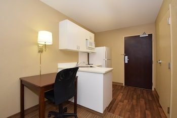 Guestroom at Extended Stay America Columbia - Columbia Parkway in Columbia