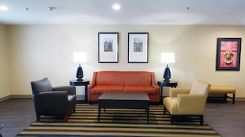 Lobby at Extended Stay America - Arlington - Six Flags in Arlington