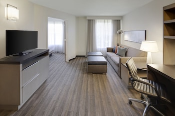 Suite, 1 King Bed, Accessible (Shower)