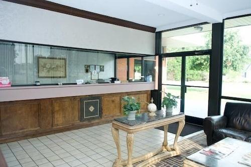 . Guest Lodge Pageland