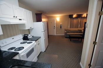 Travelodge by Wyndham Kamloops Mountview - In-Room Kitchen  - #0