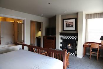 King Balcony Marina View Inn Room