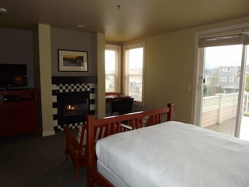 Queen Balcony Partial View Inn Room