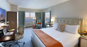 Signature Room, 1 King Bed, Harbor View