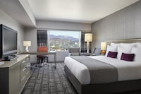 1 King Bed (Hollywood Sign View)