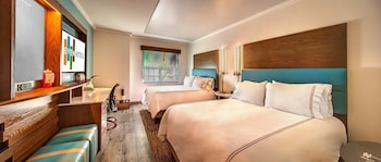 Room, 2 Queen Beds, Lake View