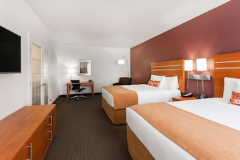 Family Suite, Two King Beds, Kitchenette, Non Smoking