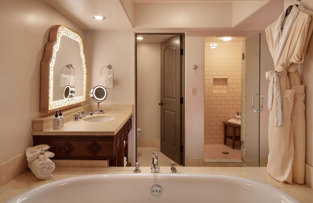 Room, 1 King Bed, Accessible, Terrace (Camelback View, Shower)