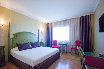 Double Room Single Use (with Airport Transfer)