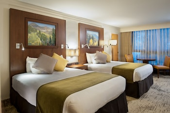 Traditional Room, 2 Queen Beds, Canyon View