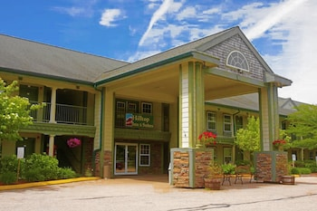 Hotel - Hilltop Inn & Suites - North Stonington