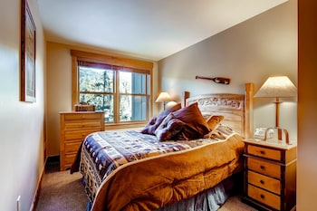 Premier Condo, 2 Bedrooms (Spring)