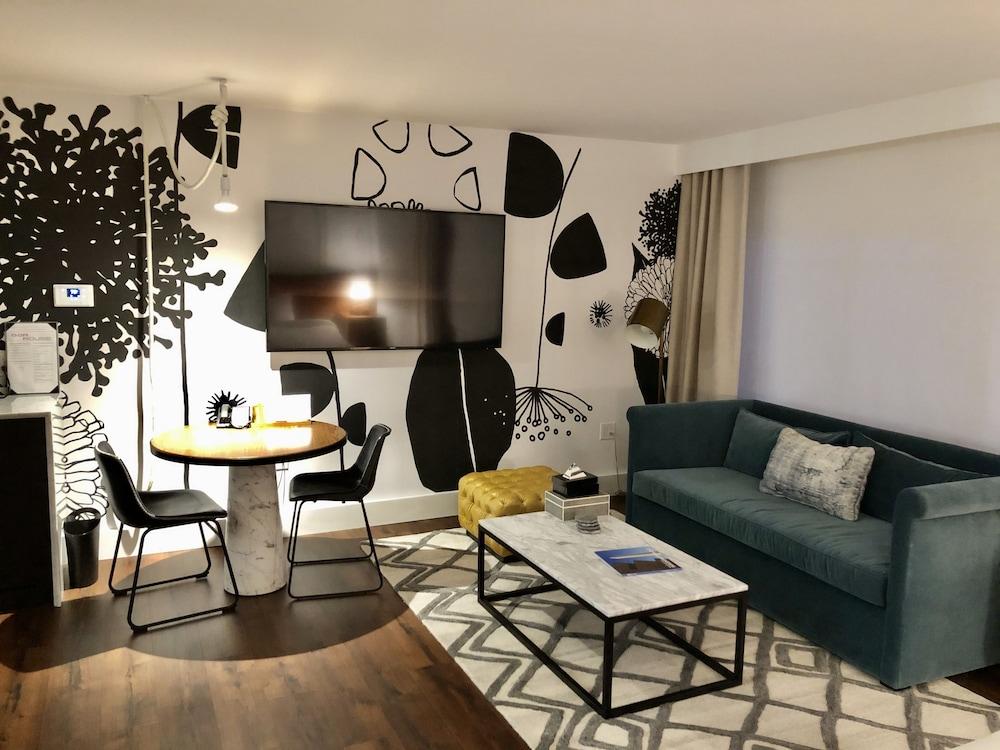 Room, 2 Queen Beds (Essential)
