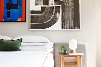 Room (Essential)