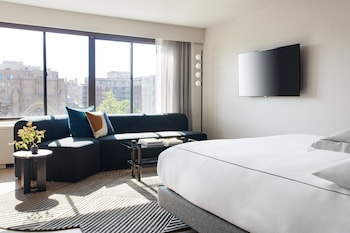 Premium Room, 1 King Bed, Accessible (Hearing)