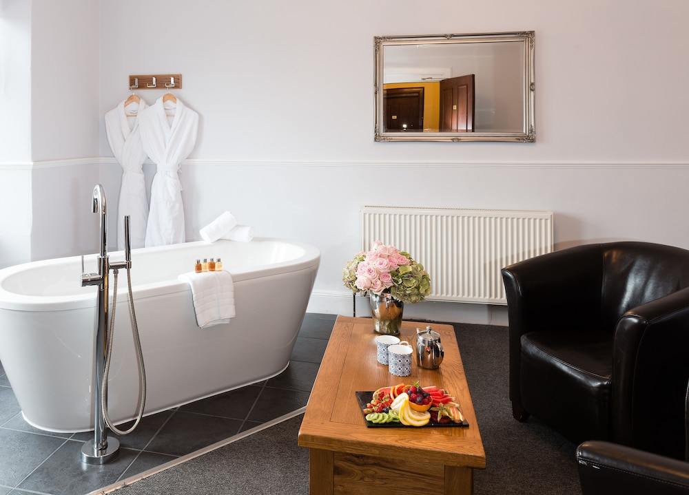 Suite : Suite Double or Twin Room 9 of 92