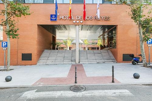 . Globales de los Reyes Hotel