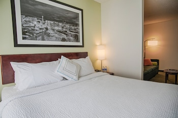 Executive Suite, 1 King Bed with Sofa bed, Executive Level