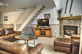 One Bedroom + Loft Superior Condo Valley View