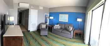 Living Area at The Dolphin Inn in Virginia Beach