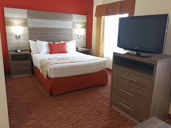 Guestroom at Hawthorn Suites by Wyndham Irving DFW South in Irving