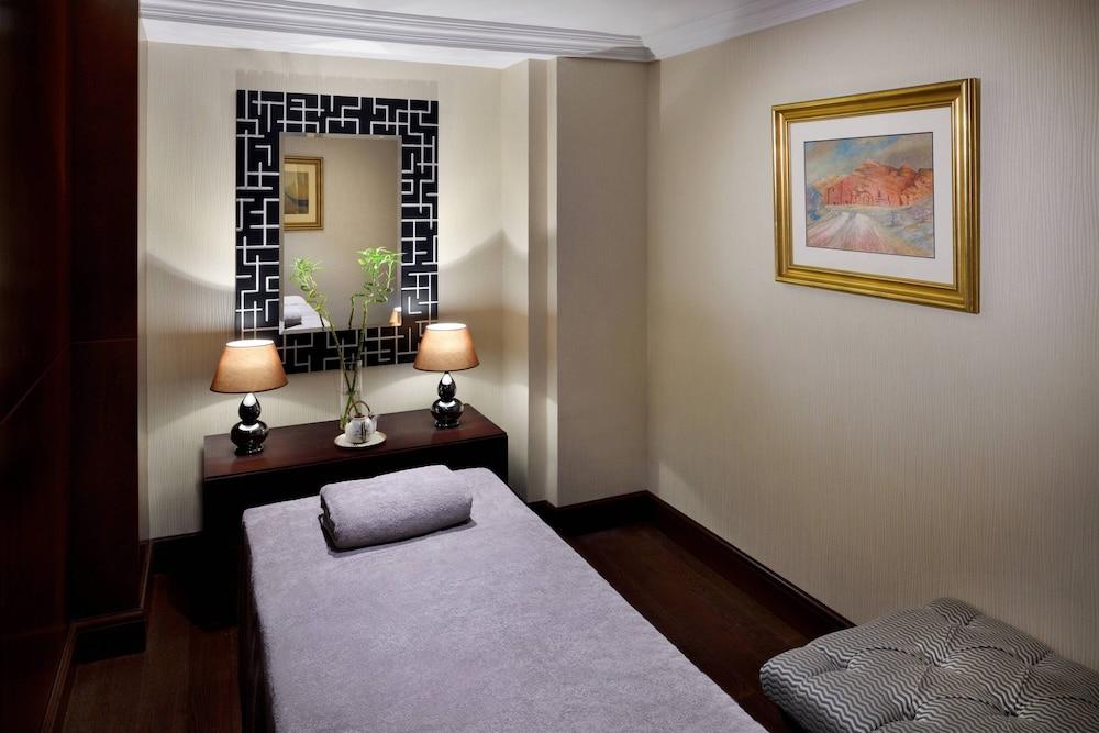 https://i.travelapi.com/hotels/1000000/800000/797200/797196/11d2e833_z.jpg