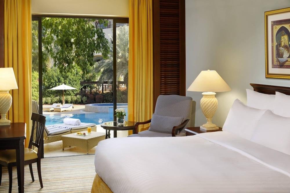 https://i.travelapi.com/hotels/1000000/800000/797200/797196/33b2a0b1_z.jpg