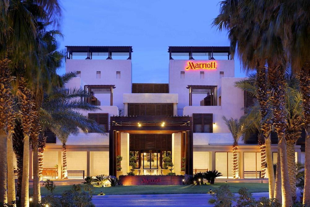 https://i.travelapi.com/hotels/1000000/800000/797200/797196/53536f7b_z.jpg