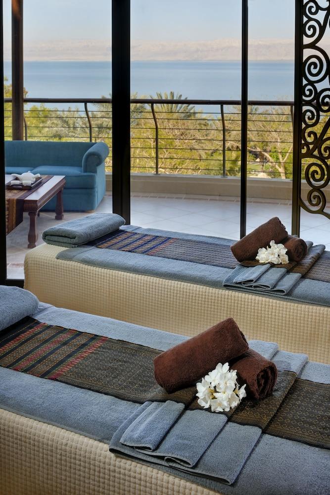 https://i.travelapi.com/hotels/1000000/800000/797200/797196/54c8ecf2_z.jpg