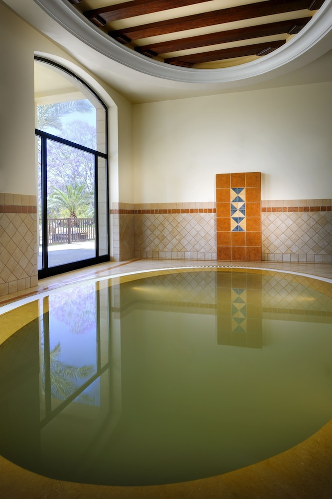 https://i.travelapi.com/hotels/1000000/800000/797200/797196/6a24ef74_z.jpg