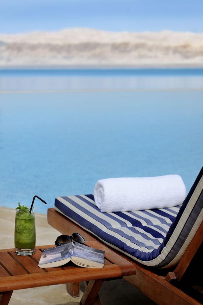 https://i.travelapi.com/hotels/1000000/800000/797200/797196/7027beb5_z.jpg