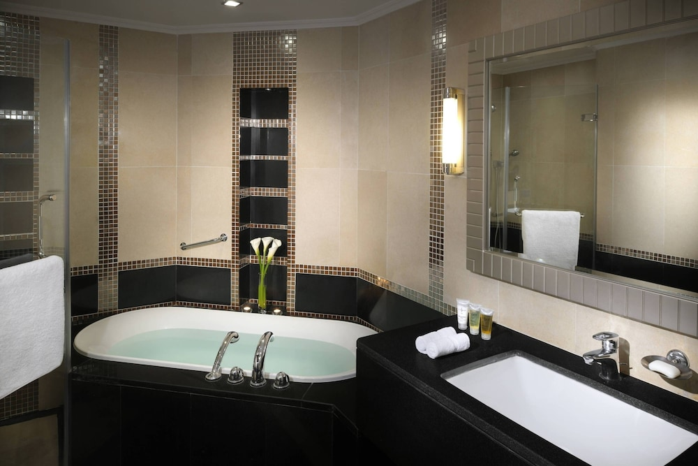 https://i.travelapi.com/hotels/1000000/800000/797200/797196/94cac155_z.jpg