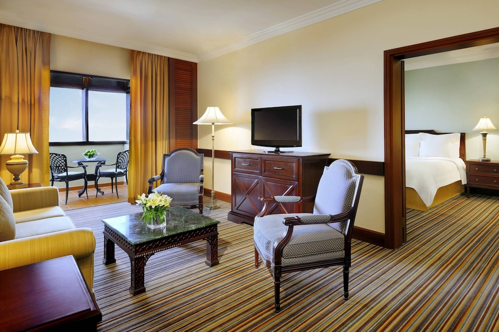 https://i.travelapi.com/hotels/1000000/800000/797200/797196/b0ef1ce5_z.jpg