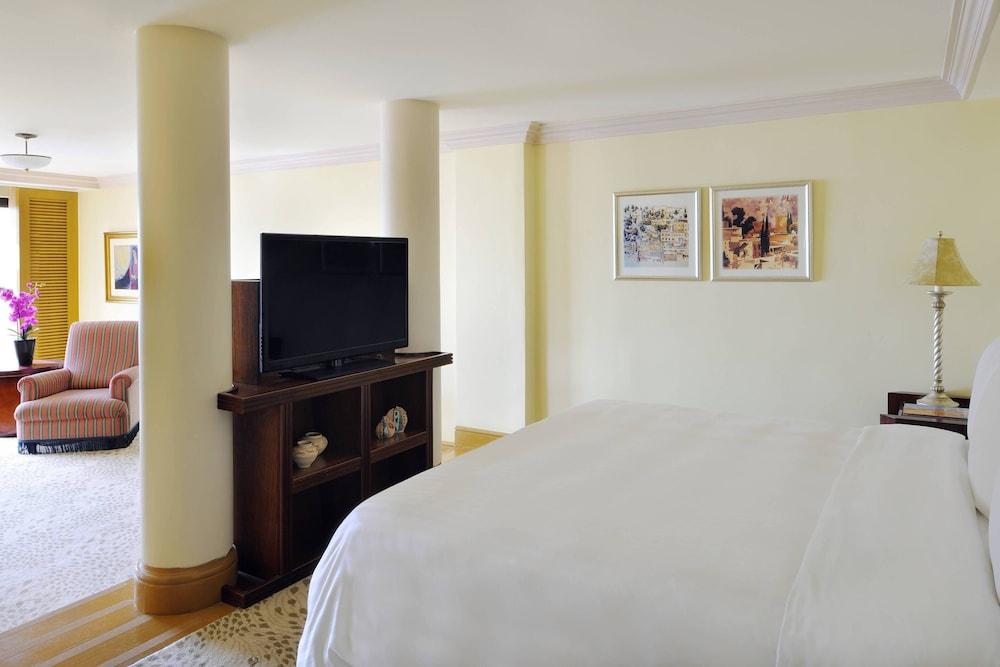 https://i.travelapi.com/hotels/1000000/800000/797200/797196/da471efb_z.jpg