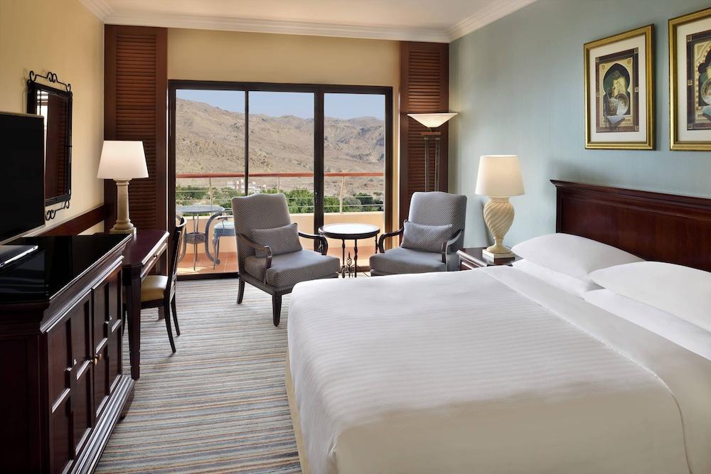 https://i.travelapi.com/hotels/1000000/800000/797200/797196/fbc67bcd_z.jpg
