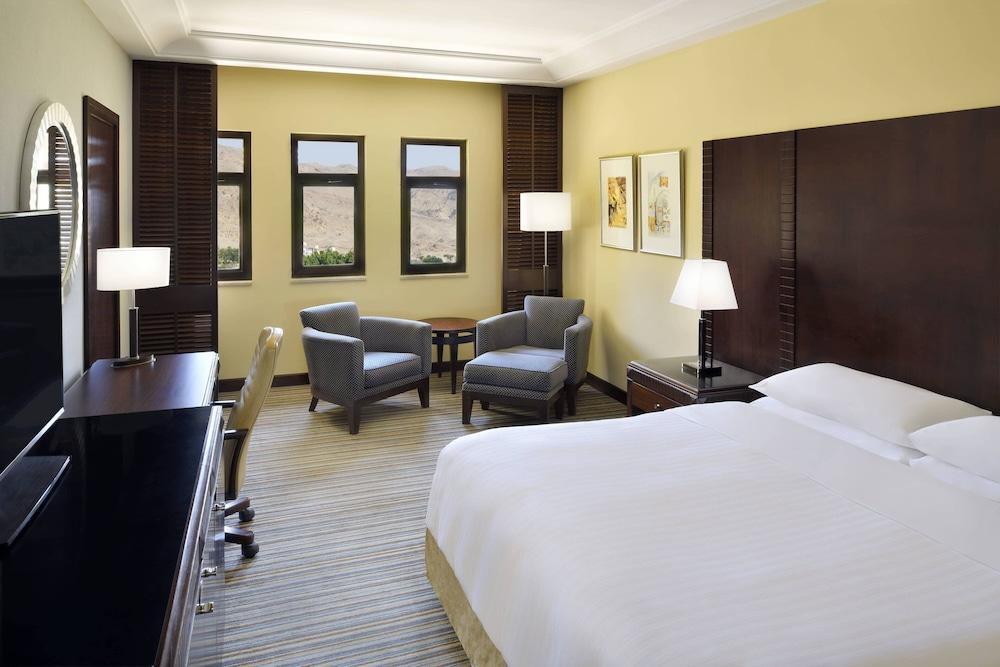 https://i.travelapi.com/hotels/1000000/800000/797200/797196/fe958962_z.jpg