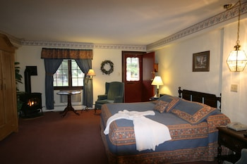 Deluxe Room, 1 King Bed, Fireplace & Jacuzzi