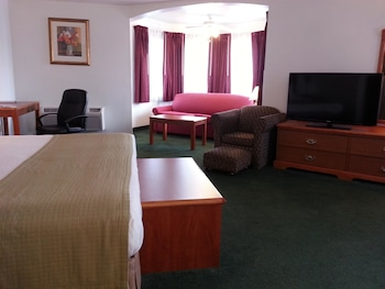 Standard Room, 1 King Bed, Non Smoking, Refrigerator & Microwave