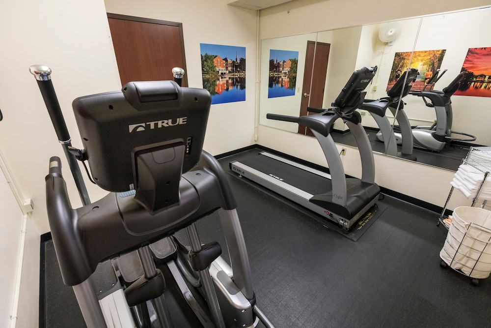 Health and Fitness : Fitness Facility 8 of 50