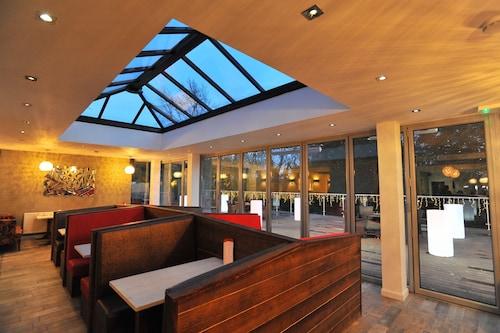 . Best Western Plus Oaklands Hotel
