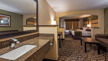 Suite, 2 Queen Beds, Non Smoking, Microwave