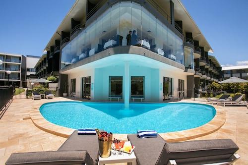 . Best Western Plus Apollo International Hotel