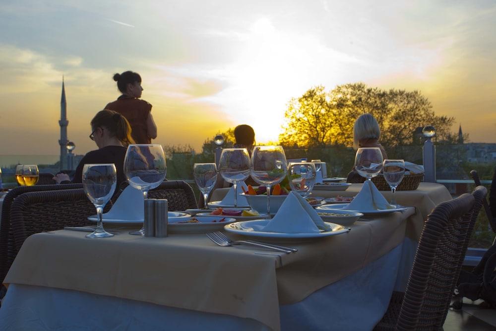 세븐 힐스 호텔 - 스페셜 클래스(Seven Hills Hotel - Special Class) Hotel Image 31 - Outdoor Dining